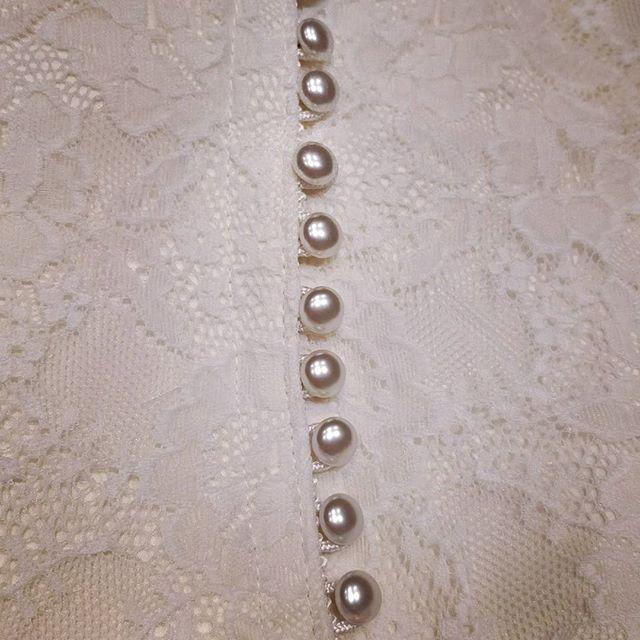 Botones de vestido de novia diseñado por Surriel Atelier, modista en Barcelona.