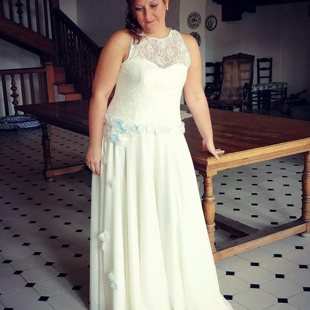Vestido de novia romántico diseñado por Surriel Atelier, modista en Barcelona