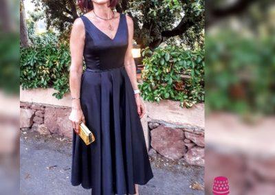 Modista en Barcelona vestido en crepé con falda midi de capa entera pedrería en cintura Surriel Atelier